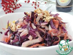 Смешать капусту с фенхелем, морковью. Заправить соусом, посыпать петрушкой и грецкими орехами. Приятного аппетита!