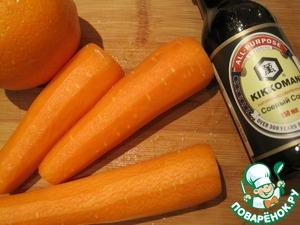 Морковь почистим, если она крупная - нарежем брусочками или кусочками :) С апельсина снимем цедру и отожмём сок.