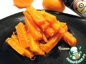 Кунжут поджарим в течение 2-х минут (или до золотистого цвета) на сухой сковороде. Подмешаем кунжут к моркови. Блюдо готово!