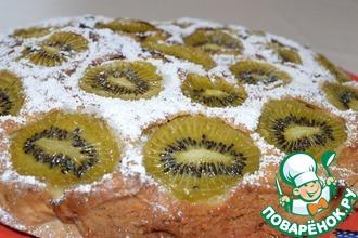 Рецепт: Бисквитный пирог с изюмом, орехами и киви