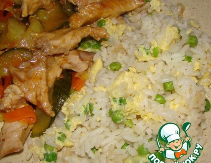 Рецепт: Жареный рис с зеленым горошком и яйцом