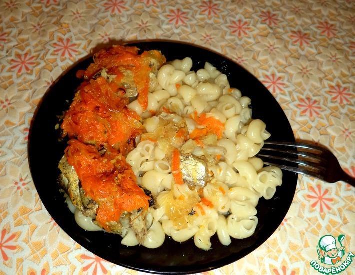 Рецепт: Хек, тушенный с луком и морковью