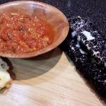 Жареный сулугуни с черным кунжутом