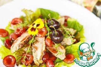 Рецепт: Салат из утиной грудки с черешней