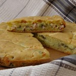 Заливной пирог с сыром, зеленью и грудинкой