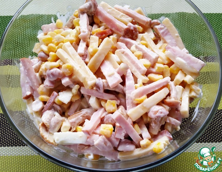 Рецепт: Салат с ветчиной, сыром и грибами