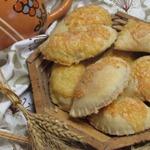 Слоеные пирожки с грибами и фаршем