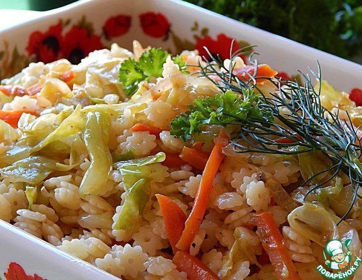 Рецепт: Теплый капустный салат с макаронами