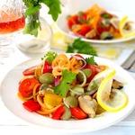 Салат из овощей с мидиями