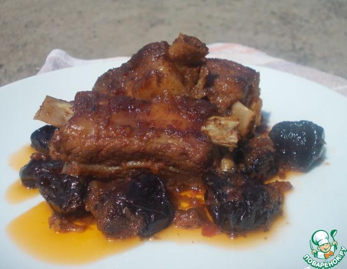 Рецепт: Ребра с черносливом и коньяком