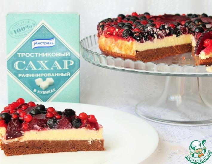 Рецепт: Легкий торт со смородиной и сливой