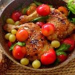 Курица под соусом из слив и винограда