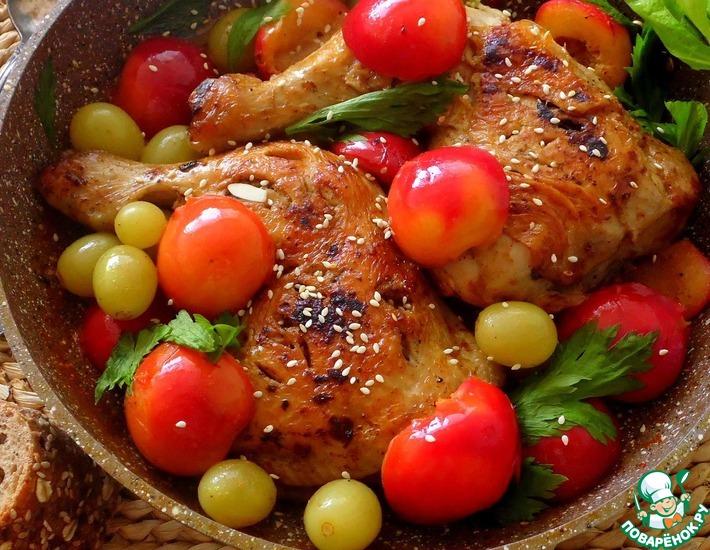 Рецепт: Курица под соусом из слив и винограда