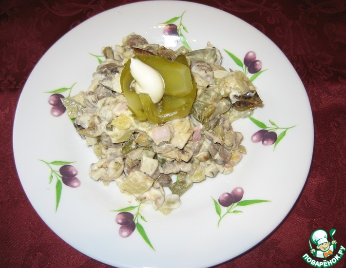 Рецепт: Салат с куриными сердечками и баклажаном