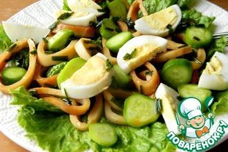 Рецепт: Салат с маринованными кальмарами