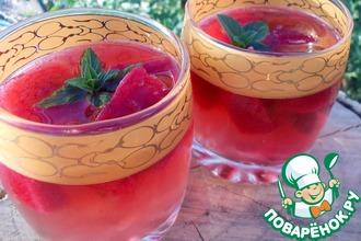 Рецепт: Мятный чай с ягодным льдом