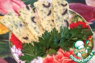 Рецепт: Домашний сыр с зеленью и маслинами
