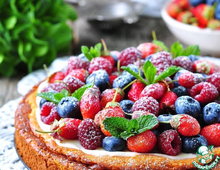 Рецепт: Творожная запеканка со сметанным кремом и ягодами