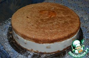 Сверху положить второй бисквит, убрать на холод часа на четыре (лучше на ночь). Когда крем-суфле хорошо застынет, можно вынуть из формы.