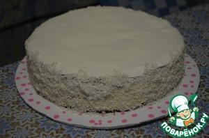Бока торта обсыпать кокосовой стружкой.