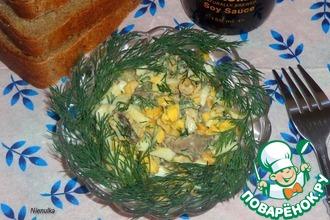 Рецепт: Салат с куриной печенью и яйцом