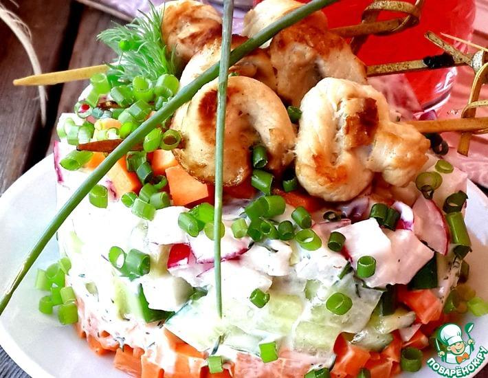 Рецепт: Овощной салат с мини-шашлычками