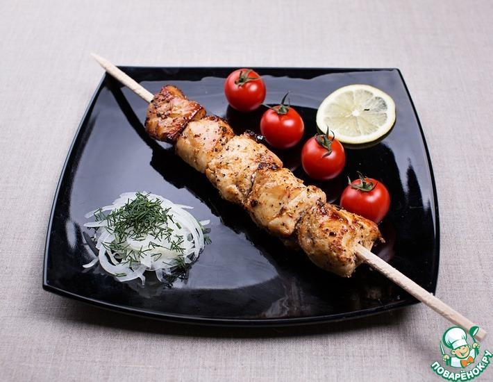 Рецепт: Шашлык из курицы в чесночно-луковом маринаде