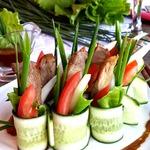 Овощной салат со свининой терияки