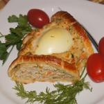 Венок из куриного фарша с яйцами
