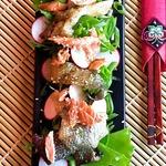 Японский салат с кожей лосося