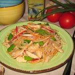 Салат из фунчозы, редиса и индейки