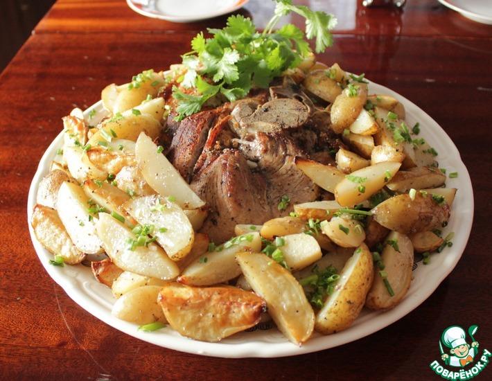 Рецепт: Запеченный свиной окорок