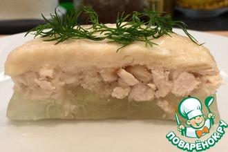 Рецепт: Слоеное заливное из курицы с хреном