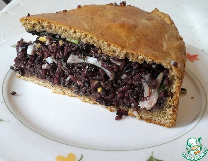 Рецепт: Пирог с черным рисом, яйцами и ветчиной