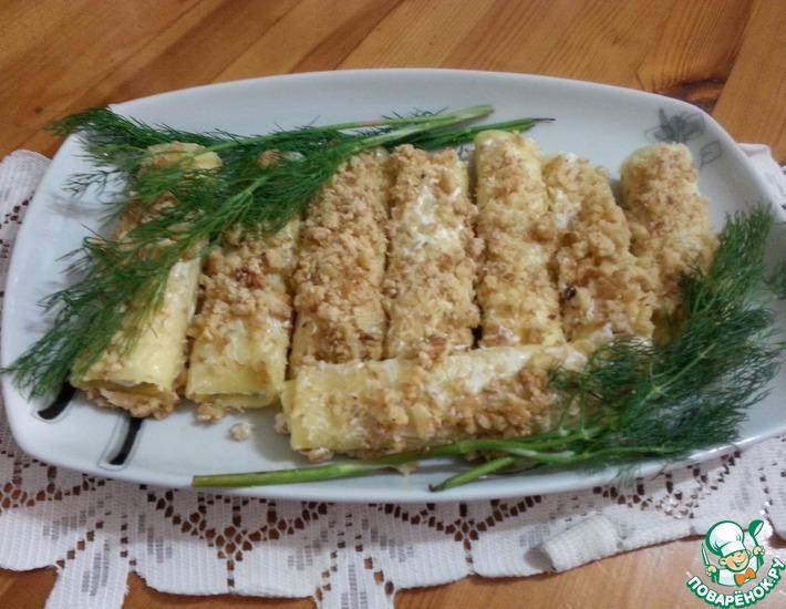 Рецепт: Сырные трубочки с чесноком и орехами