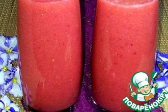 Рецепт: Сок клубнично-персиковый с грушами