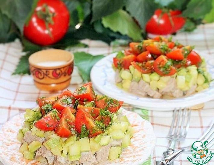 Рецепт: Мясной салат с кабачком и соусом Летний