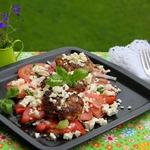 Кабачковые оладьи с фаршем на помидорном салате