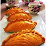 Пирожки из домашнего слоеного теста с творогом