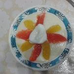 Сладкие снежки с манной кашей и фруктами