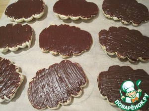 Chocolate melt for a couple. With a brush apply a thin layer of chocolate on the flat (bottom) part of the ovals..