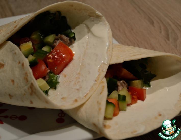 Рецепт: Бурито с фаршем, овощами и табаско