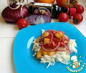 Cabbage are cut with special scissors or tear with your hands (the green part), sprinkle the salad. Special gourmet salad should be sprinkled with pomegranate seeds.