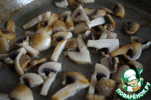 In a pan put the mushrooms and fry on high heat for 2 minutes