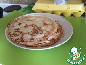 Prepare according to Your recipe pancakes (12-15 PCs). The main thing that they were not sweet.