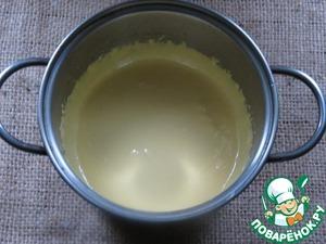 Поставить на огонь молоко.   взбить желтки с 200 г. сахара.   постоянно взбивая, добавить молоко.   поставить на огонь и довести до густой массы / 2/3 минуты /.