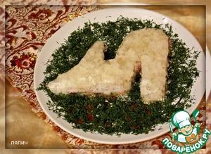 Убираем лишний желатин, который стек на тарелку и протираем ее. Все засыпаем зеленью.