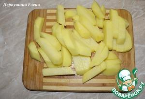 Картофель очистить и нарезать брусочками.