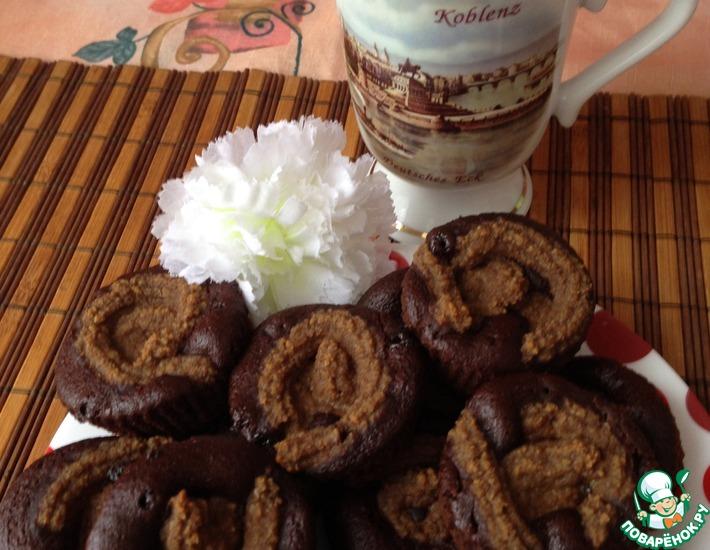 Рецепт: Постные шоколадные маффины с сырным кремом