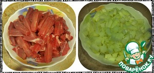Prepare the products. Beef cut into strips. Onions cut smaller.